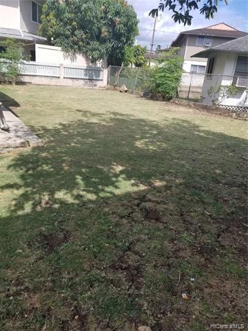 1221 kaauwai Place, Honolulu HI 96817