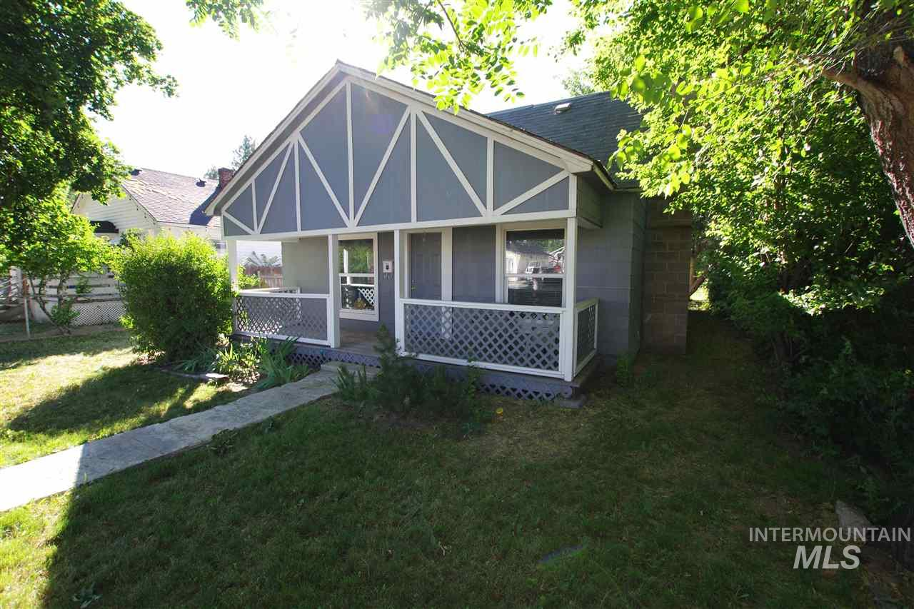 1108 13th Ave S, Nampa ID 83686