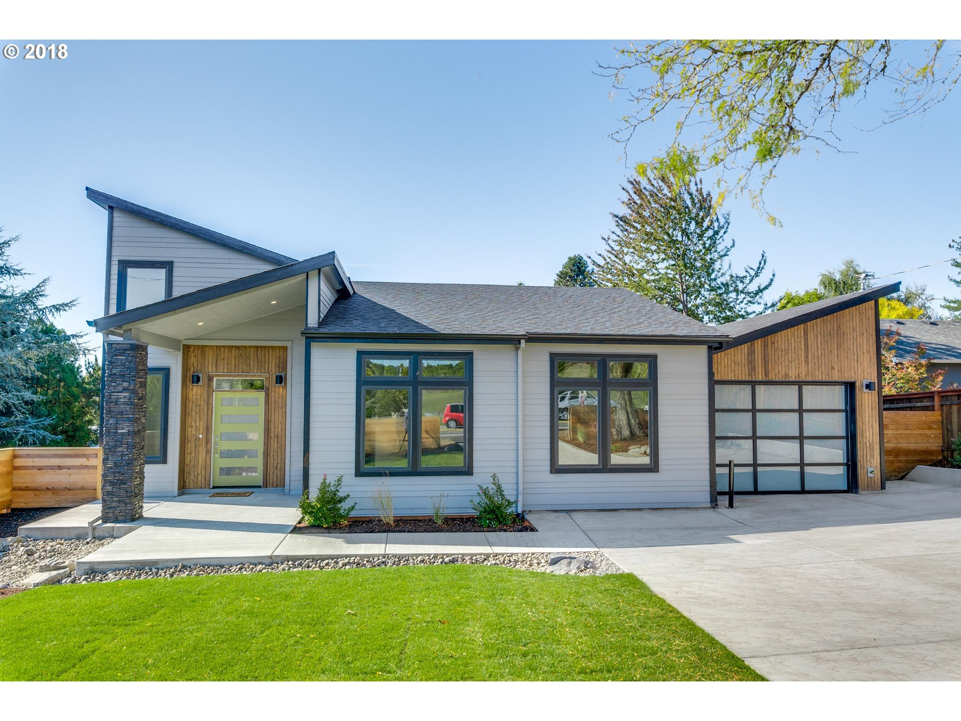 6935 SW 45th AVE, Portland OR 97219