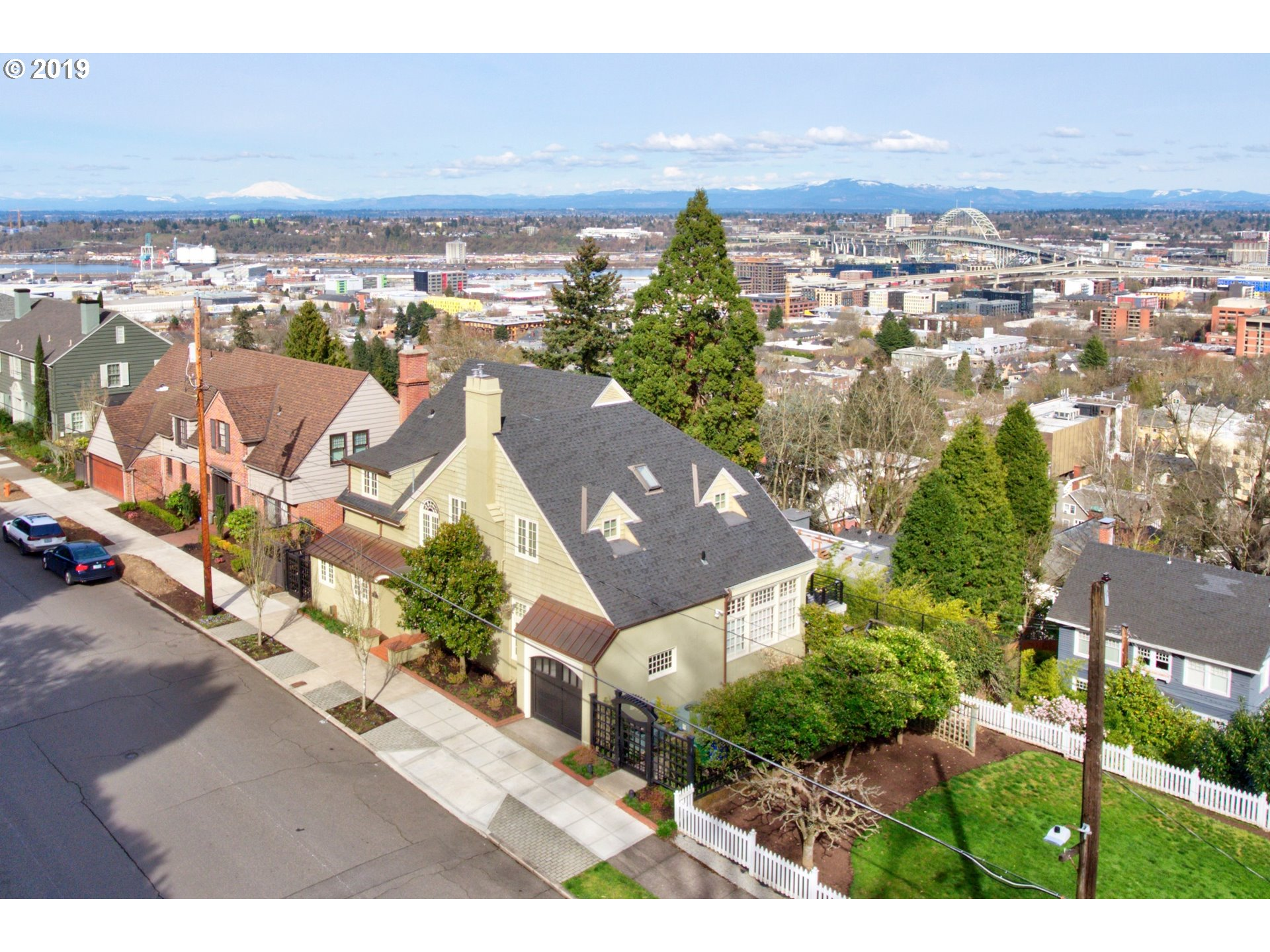 2677 NW WESTOVER RD, Portland OR 97210