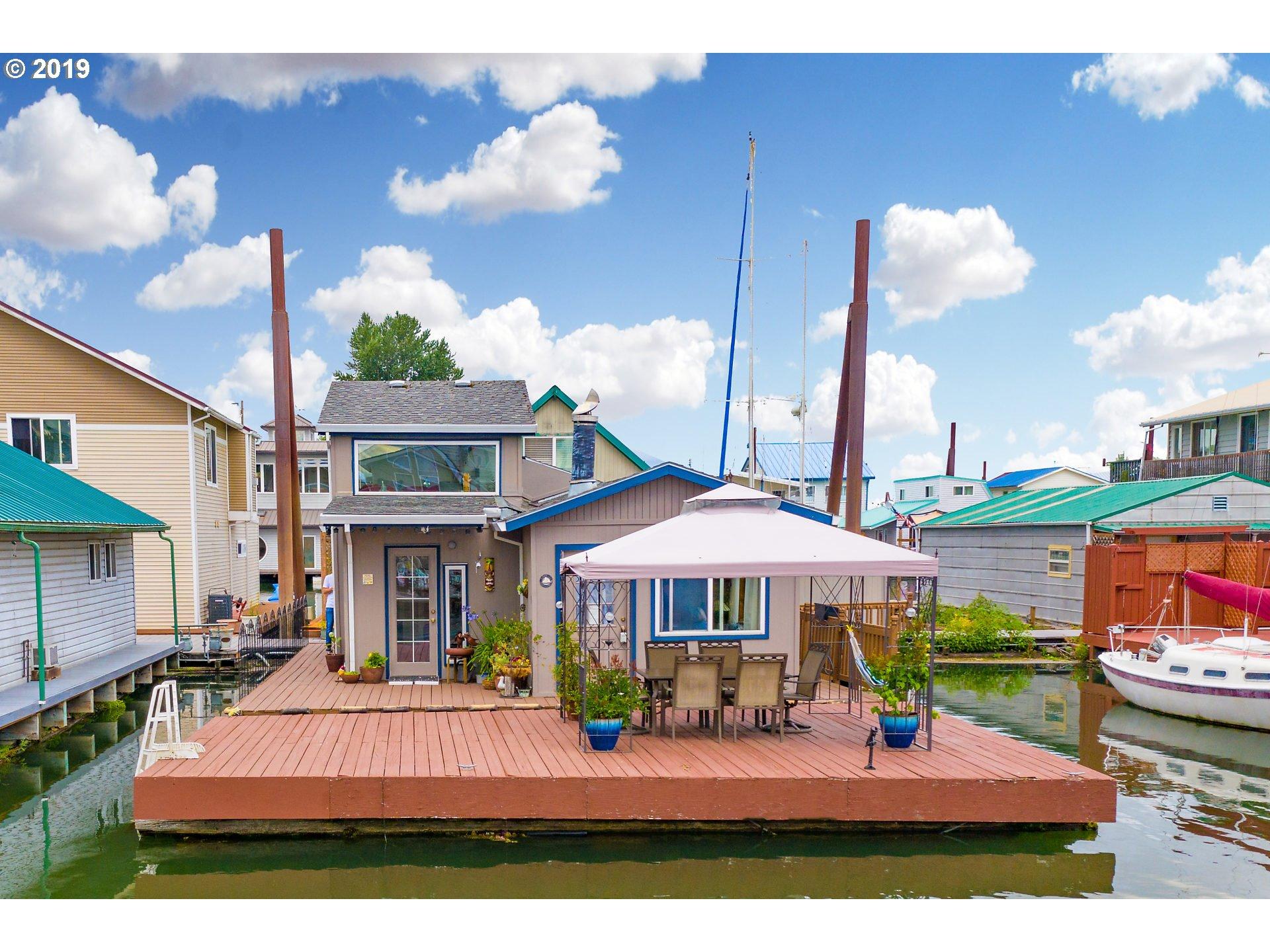 Columbia Riverfront Homes