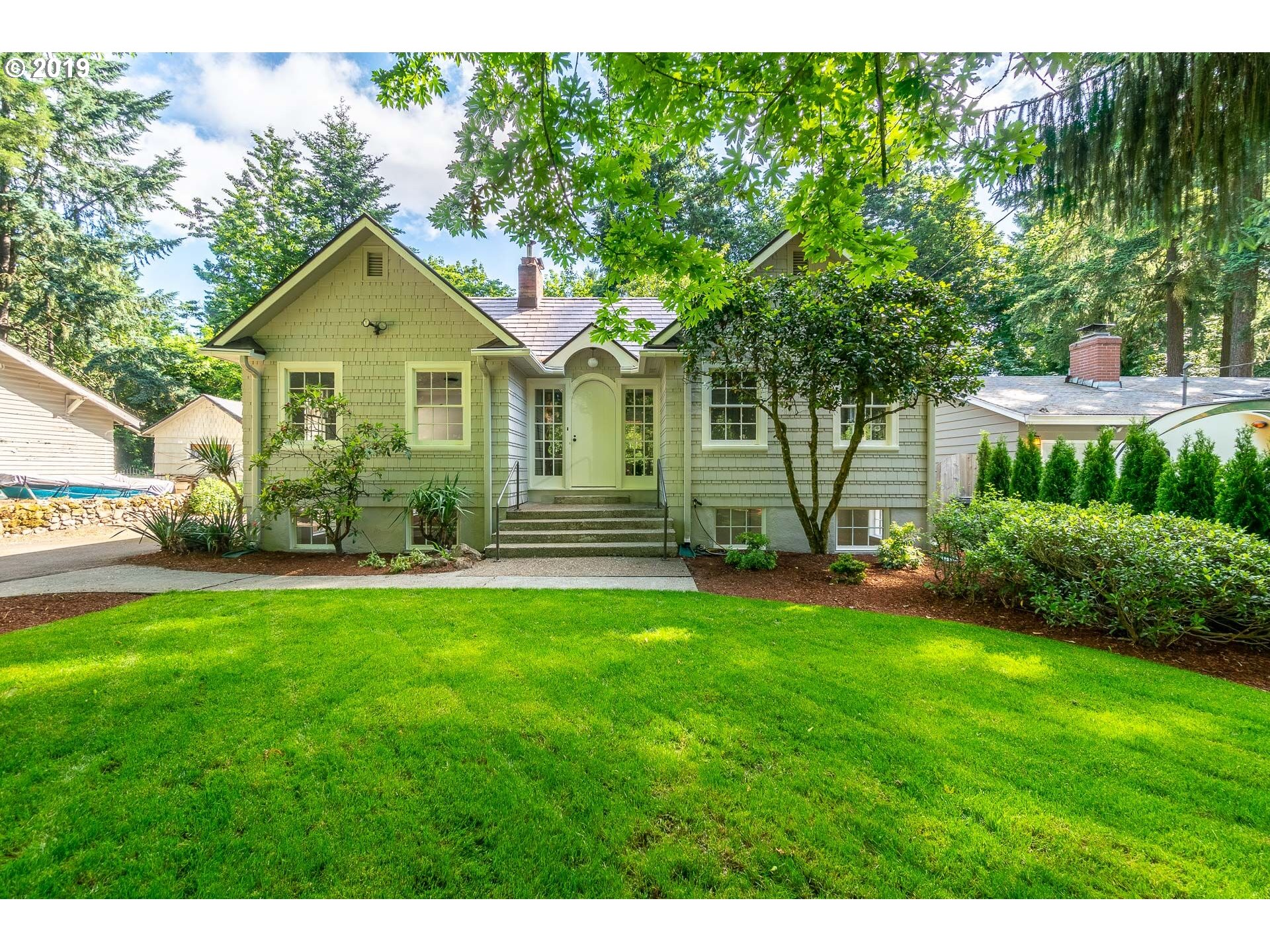 16722 LAKE FOREST BLVD, Lake Oswego OR 97035