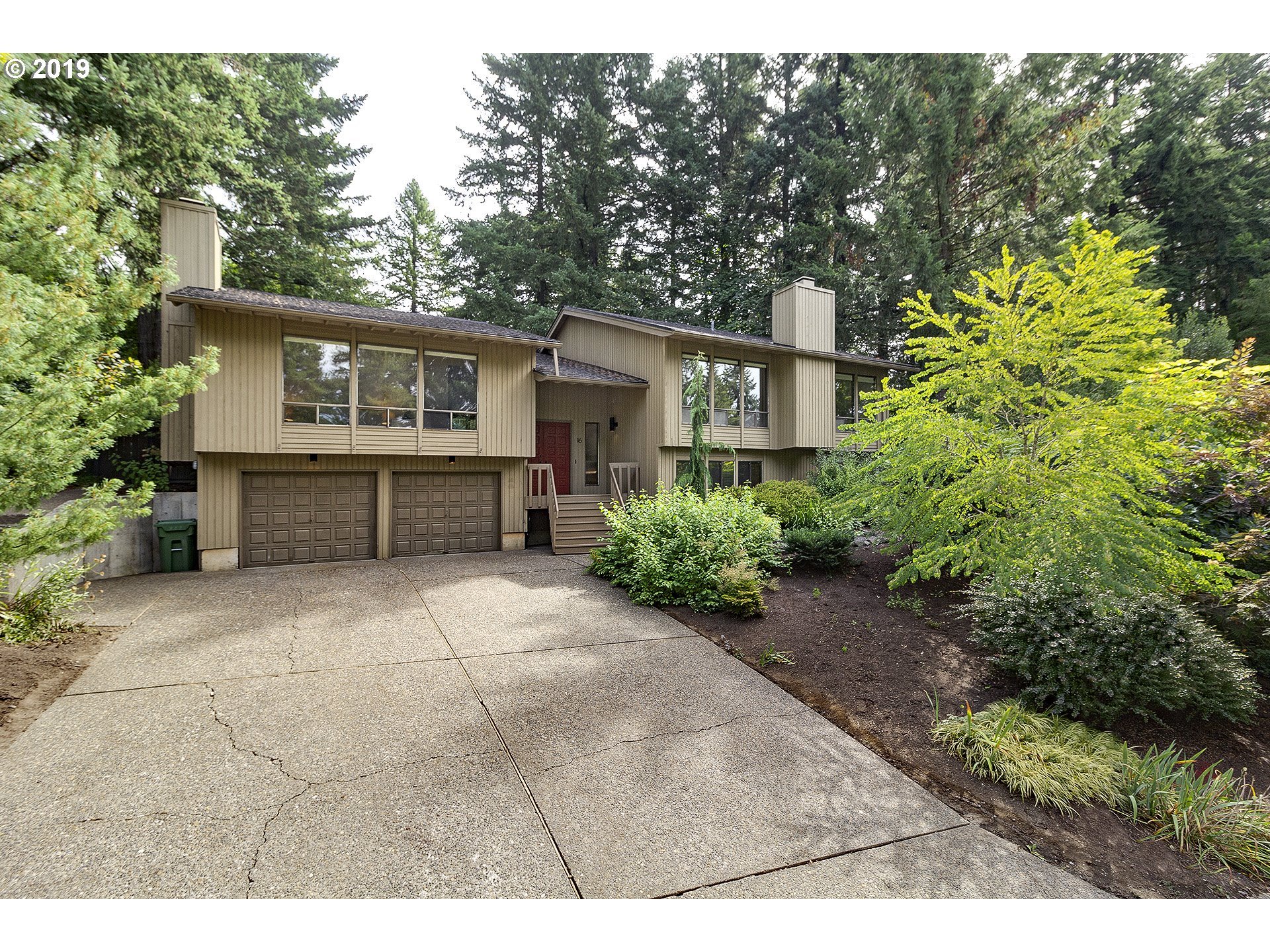 16 ABELARD ST, Lake Oswego OR 97035