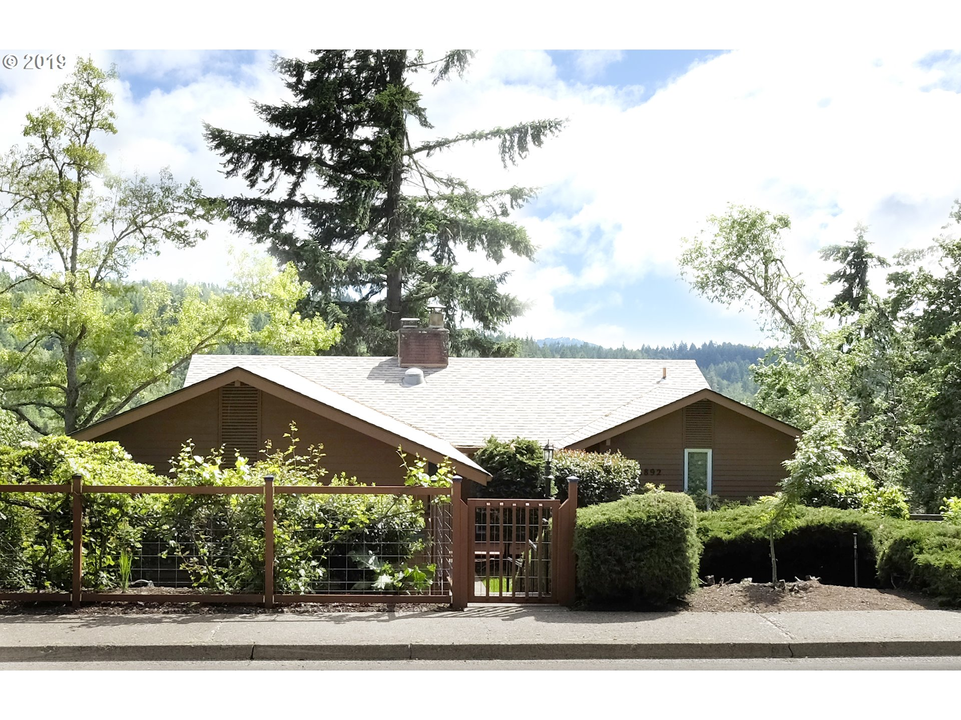 1892 W 34TH AVE, Eugene OR 97405