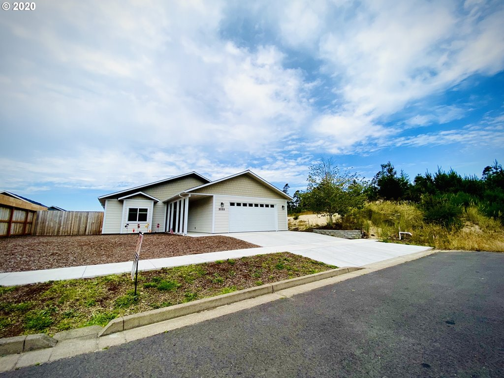 5255 Versant DR, Florence OR 97439