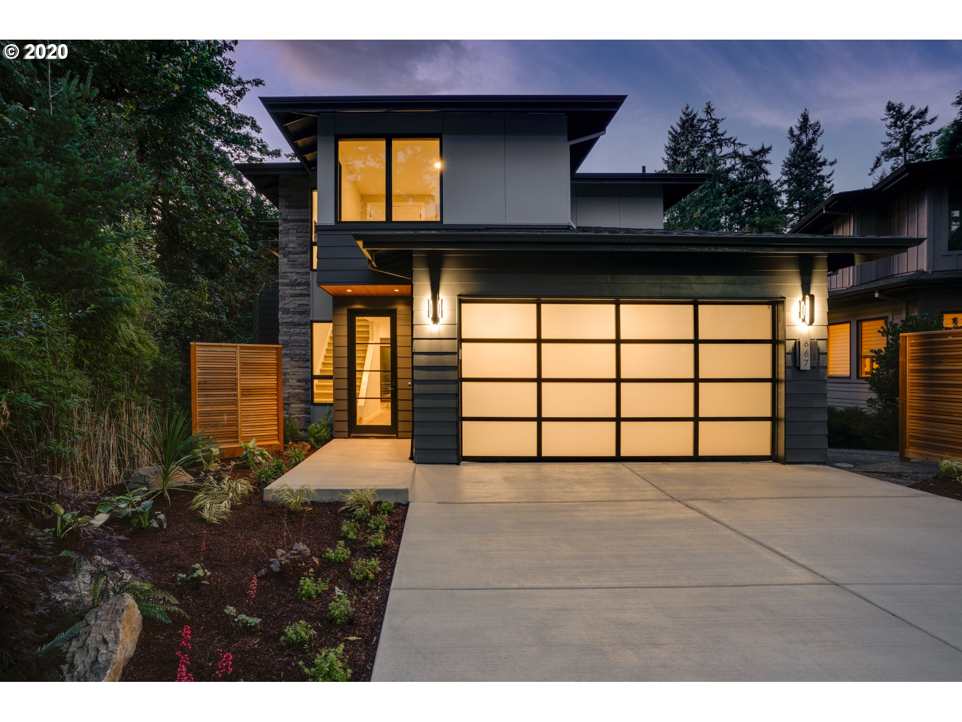 667 LAKE BAY CT, Lake Oswego OR 97034