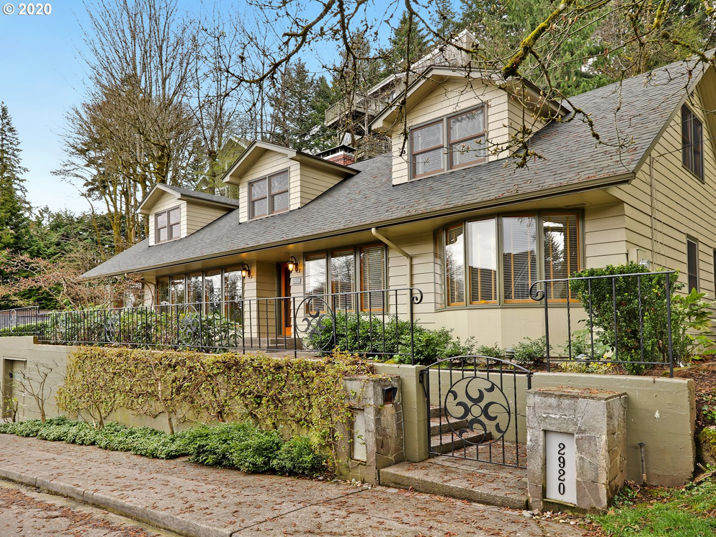 2920 SW MONTGOMERY DR, Portland OR 97201