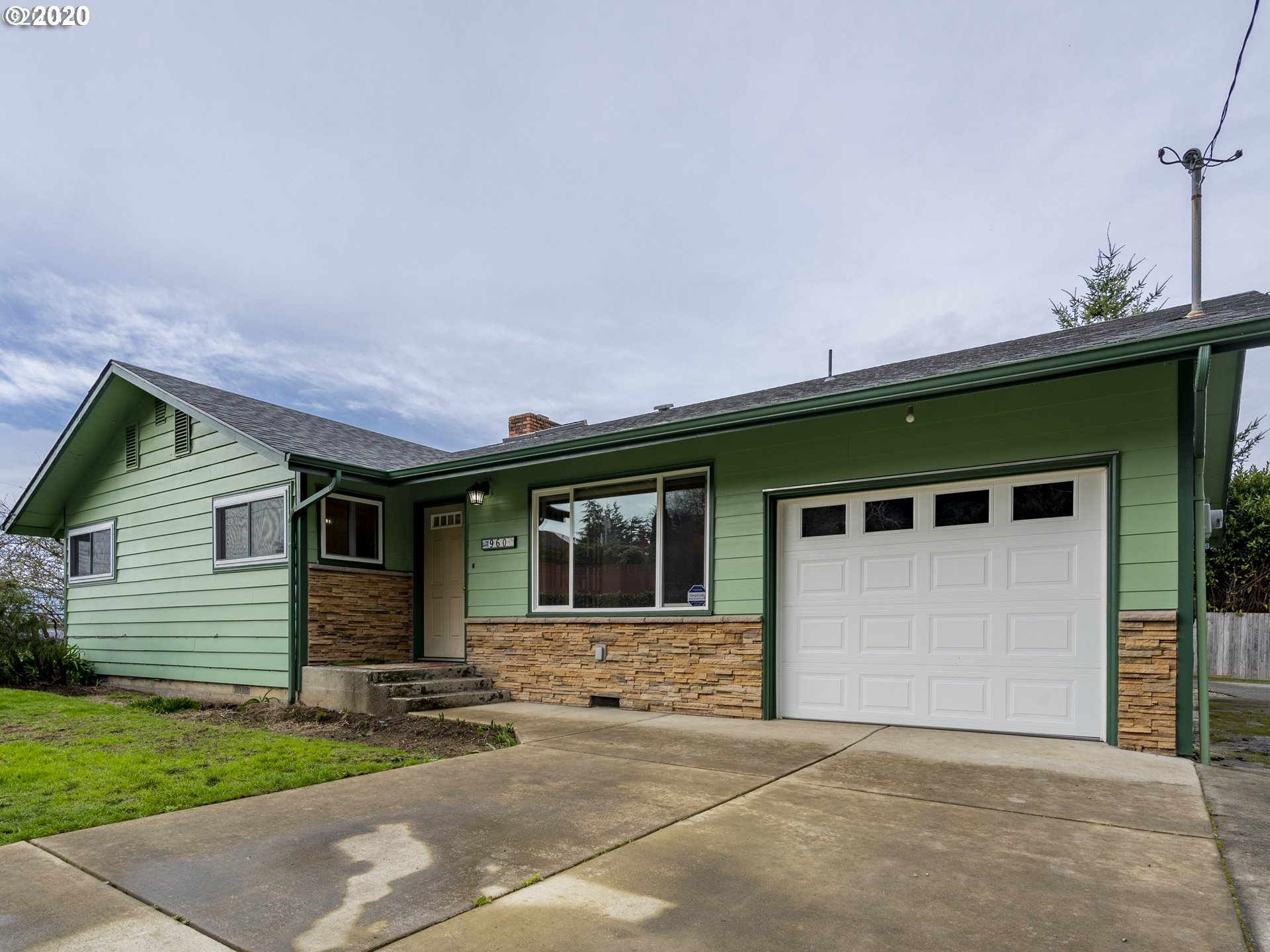 960 LOCKHART , North Bend OR 97459