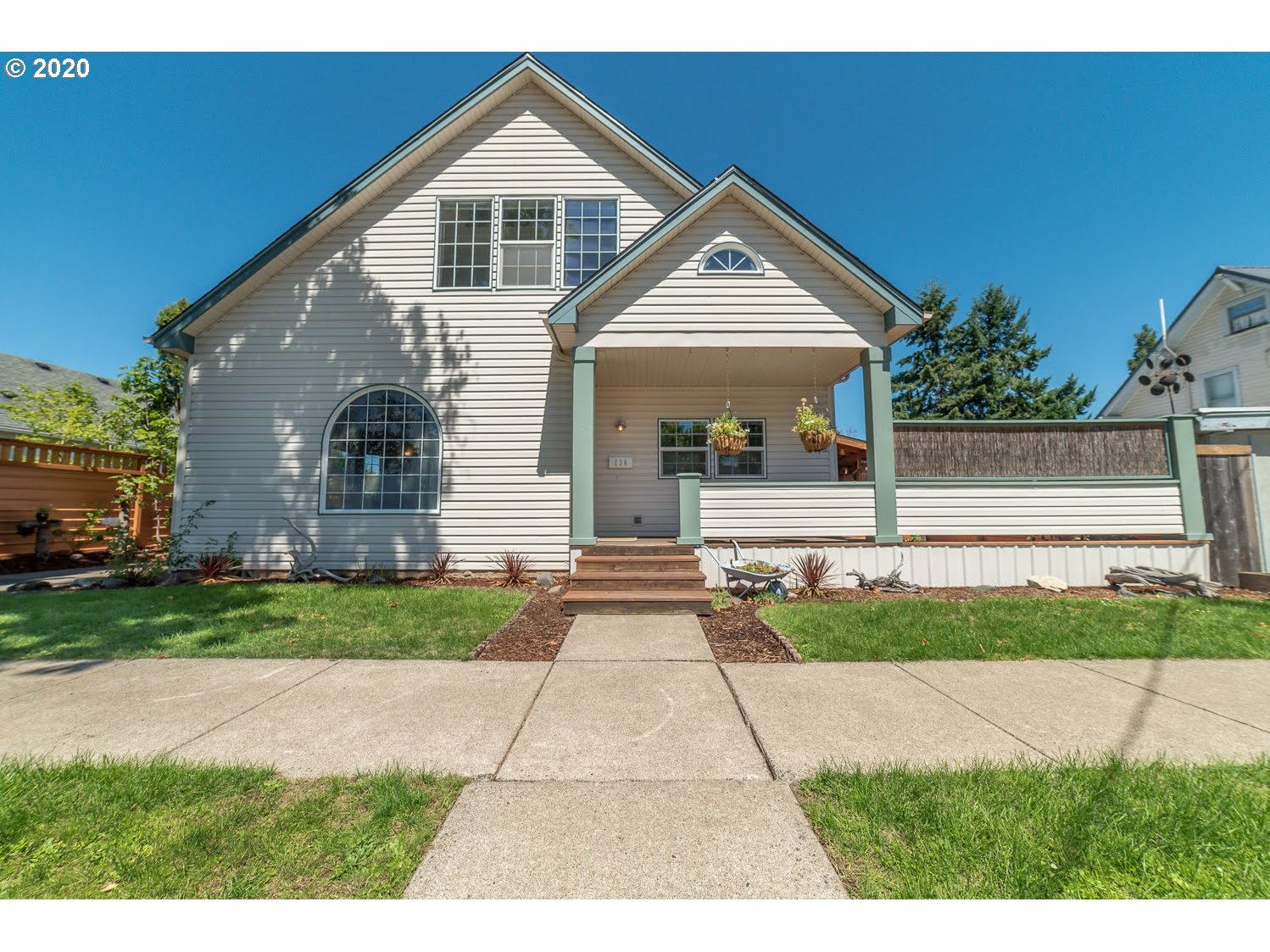 236 E MADISON AVE, Cottage Grove OR 97424