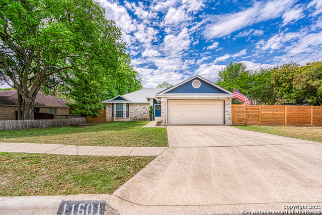 11601 FOREST HOLLOW, Live Oak TX 78233